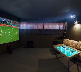Проектор для просмотра прямых трансляций, фильмов и яркой игры на PlayStation 4